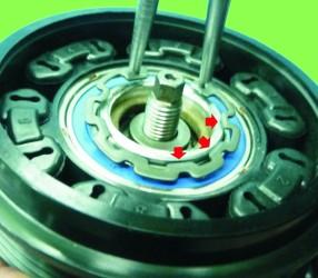 instrukcja demontażu napędu sprężarki, naprawa klimatyzacji